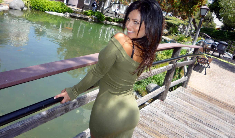 Чужая жена в обтягивающем платье 8 фотография