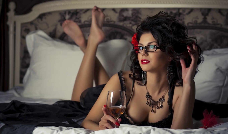 алкоголь, девушка, кровать,