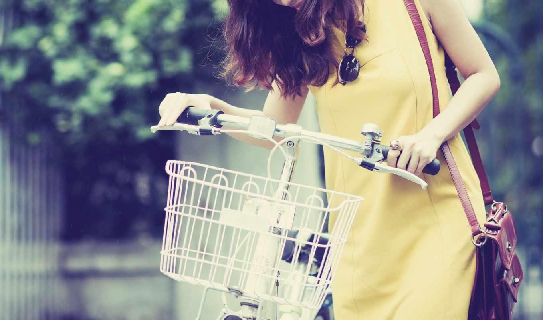 devushka, велосипед, табличка, настроения, брюнетка, жёлтое,