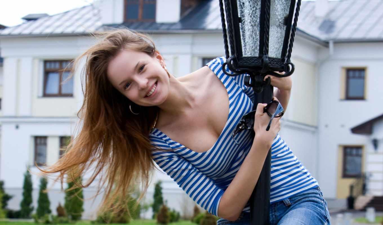 лампа, posts, women, джинсы, outdoors, brunettes, models, iphone, smiling, winter, cleavage,