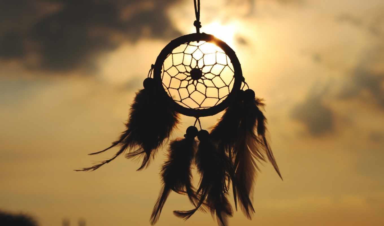 ловец снов, небо, тучи, солнце, перья