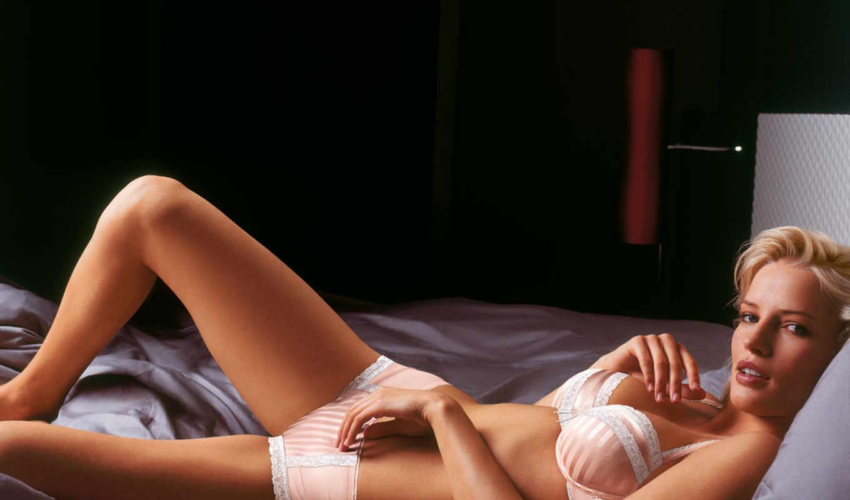 девушка лежит, девушка,белье,розовое белье,блондинка,