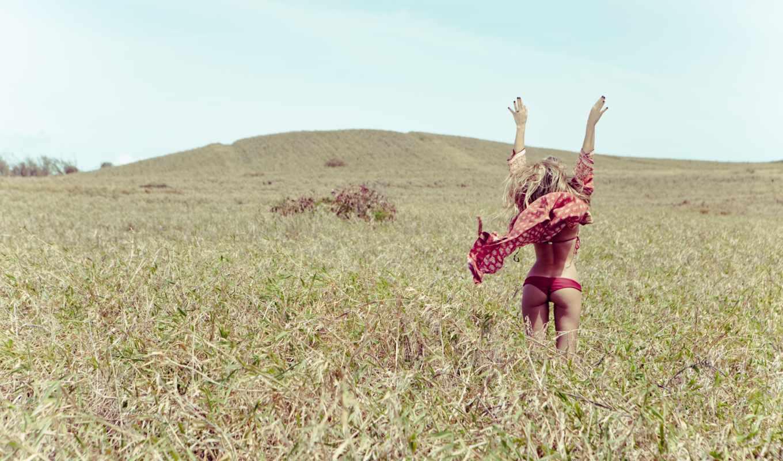 девушка, поле, небо, трусики,