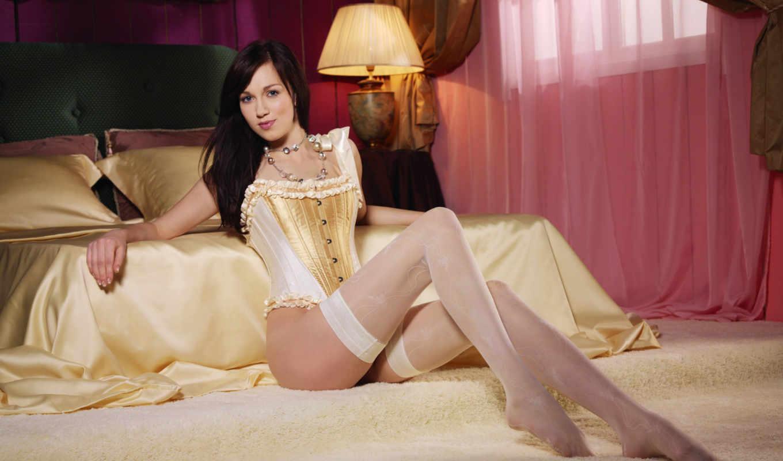 девушка, чулки, чулках, corset, спальня, кровать, девушки, pillow, брюнетка, лампа, бусы,