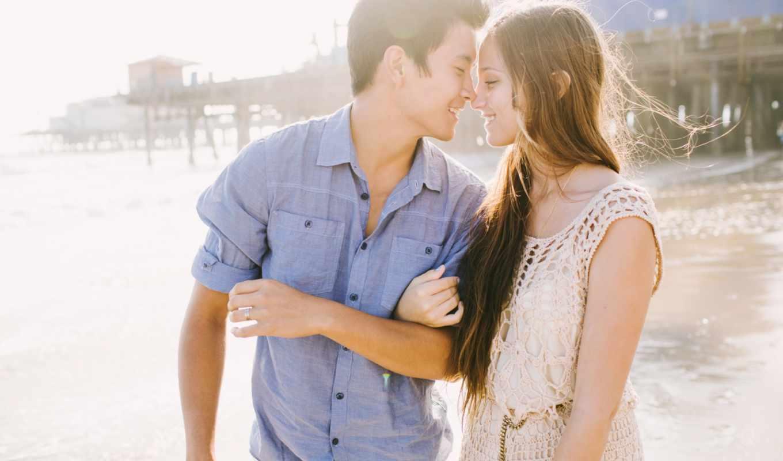 он и она, пирс, море, улыбка