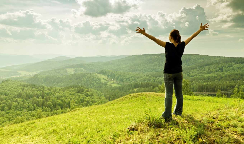 девушка, восторг, холмы, пейзаж, лес, трава, облака