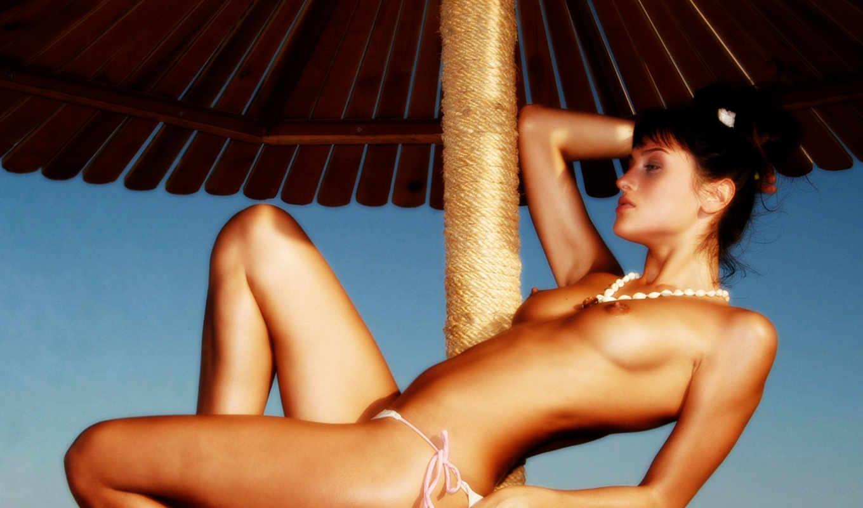 грудь,титьки,брюнетка,отдых,море,трусики,голая,