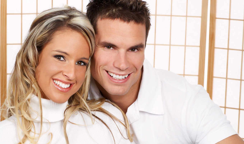 он и она, улыбка, белый