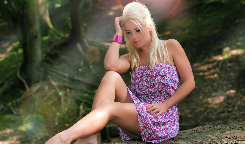 блондинка, лес,