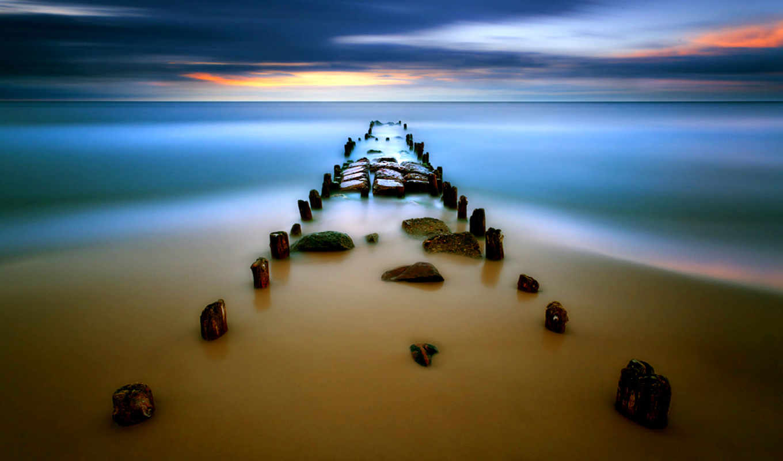 море, берег, тучи, гладь, камни, столбики, деревянные, небо, картинка, природа, عکس, обоев, закат, hd, krzysztof, часть, browko,