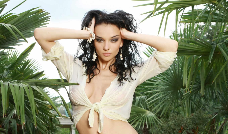 брюнетка, девушка, кусты, деревья, girls, eu, www, download,