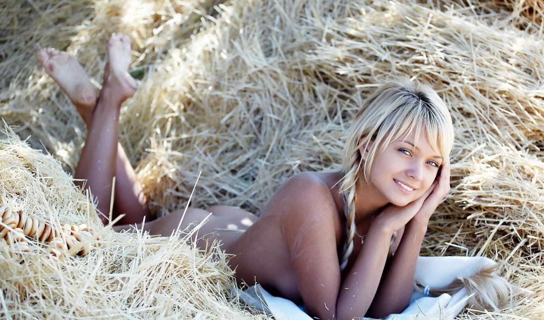 blonde, голая, лежит, сено,