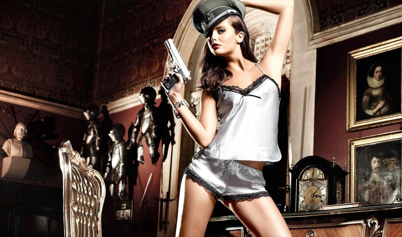 девушка, пистолет, модель, lauren, ridealgh, ридилх, секси, brunette, красавица, ножки,