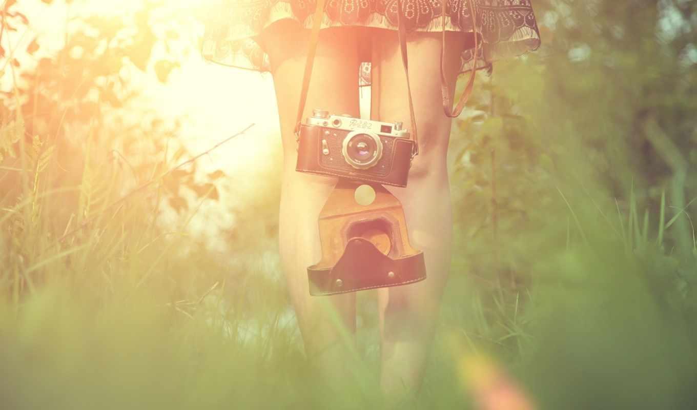 солнце, трава, девушка, ноги, фотик, фотоаппарат, блик, платье, аппарат,