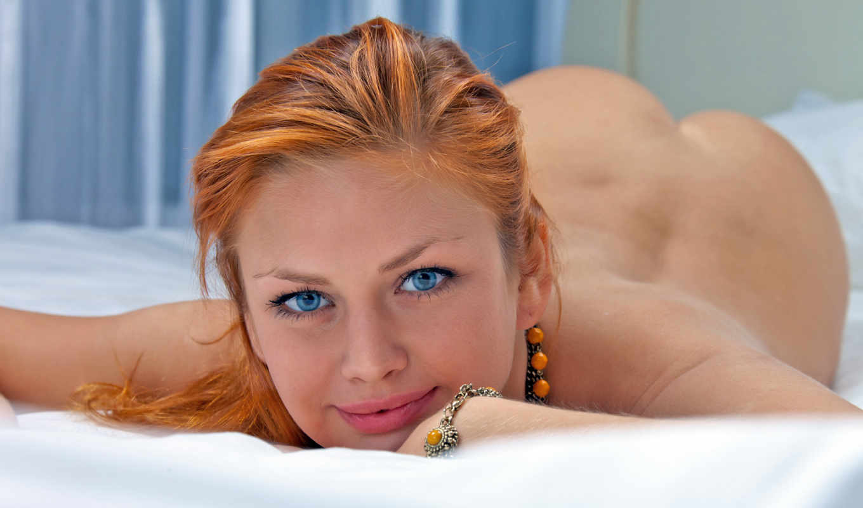 глаза, голубые, постель, попка, рыжая девушка, эротика,
