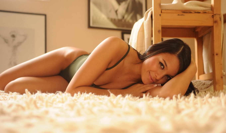 саша, брюнетка, cane, ковер, лежит, девушка, красотка, улыбка,