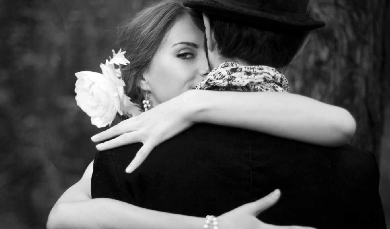 он и она, костюм, шарф, шляпа, цветок, улыбка, серьги, чёрно-белый, браслет