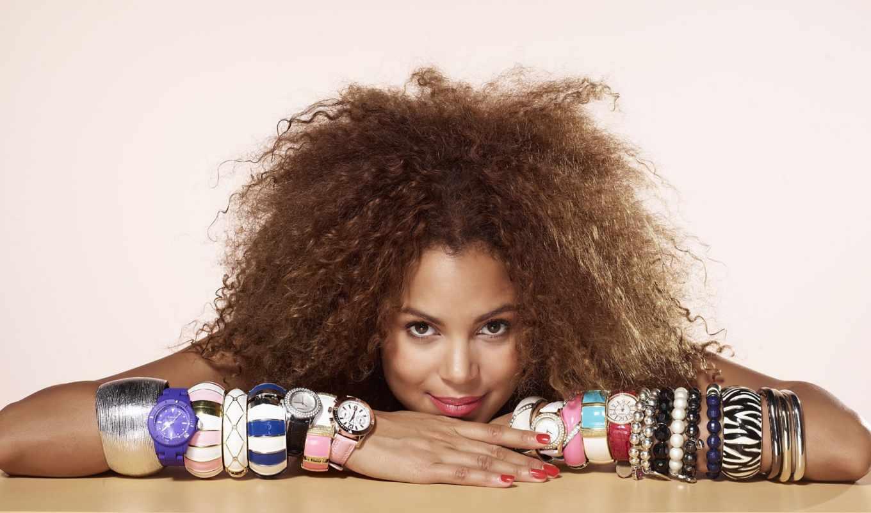 девушка, маникюр, макияж, стиль, помада, завитки, ногти, часы, браслеты,