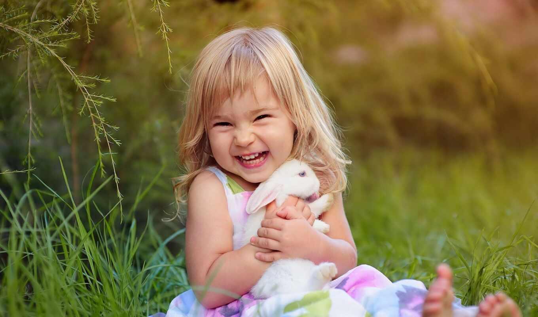 кролик, девочка, улыбка, трава, зеленый