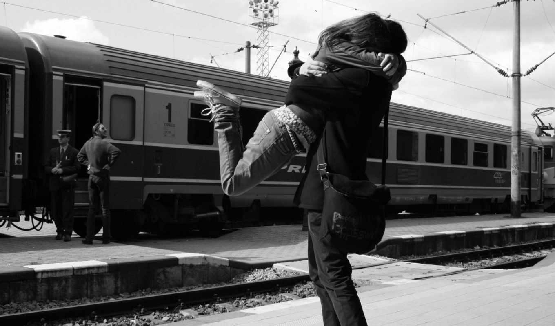 он и она, вокзал, объятия, кадр, кеды, сумка, поезд