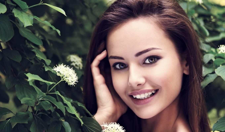 Картинки девушка брюнетка счастливая