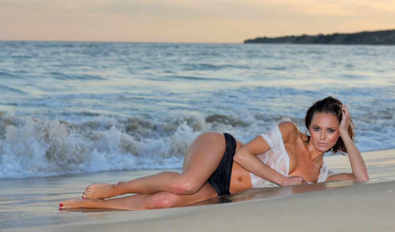 пляж, девушка, брюнетка, мокрая, сексуальная, закат, грудь, ножки, panties, взгляд,