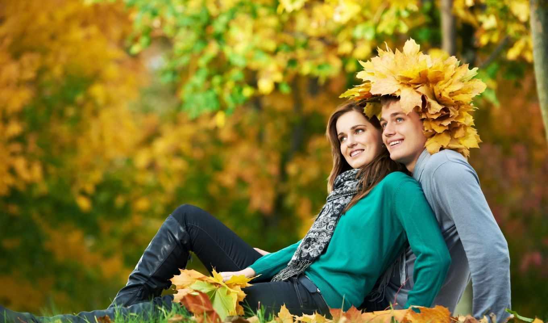 он и она, улыбка, листья, шляпа, осень
