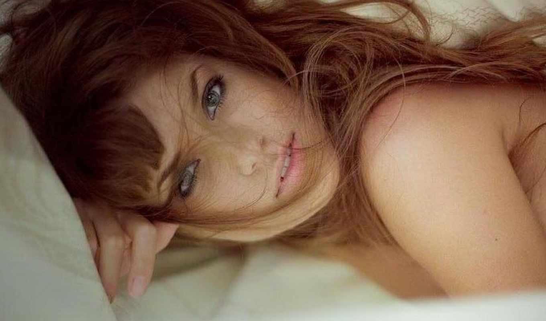 глаза, зубы, серые, девушка, взгляд, волосы, лежит, девушки,