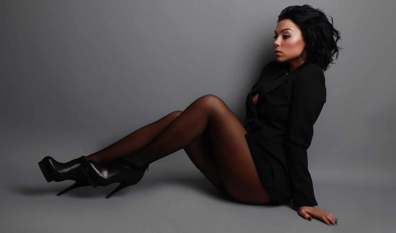 Фото девушки в чёрных колготках 3 фотография