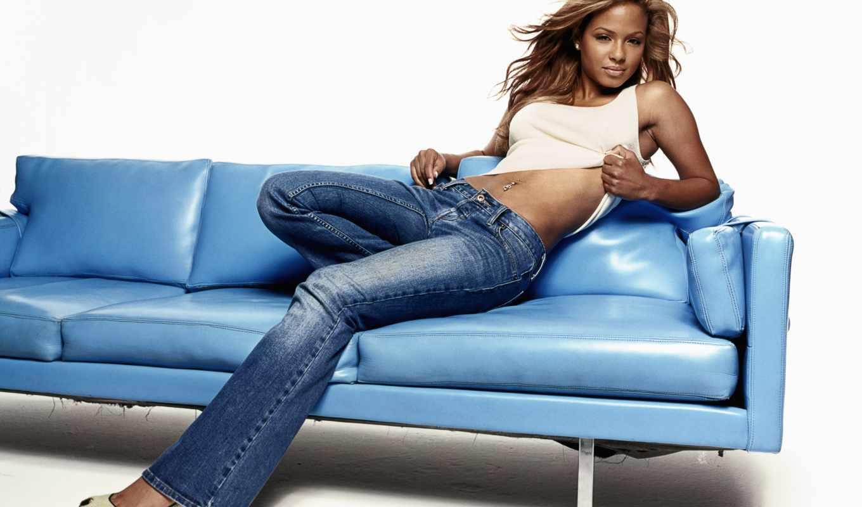 skin, джинсы, диван, мулатка, картинка, модель,