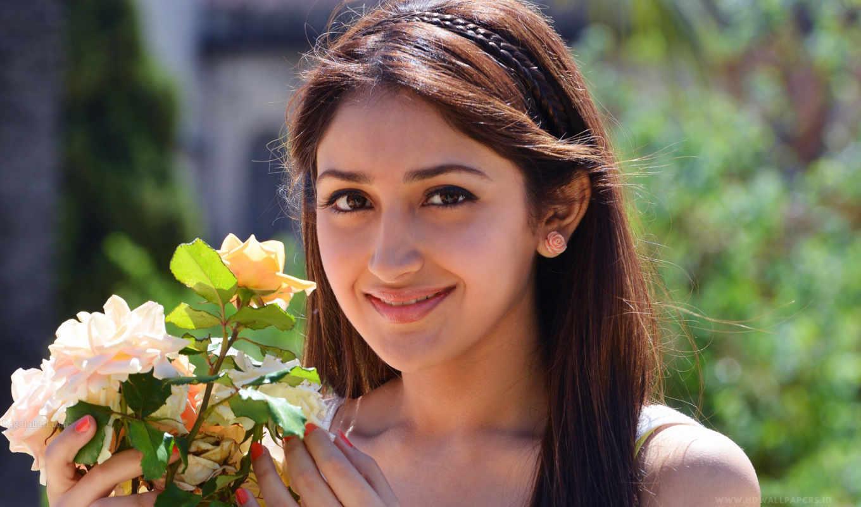 sayesha, saigal, age, актриса, akhil, kumar, hot, август,