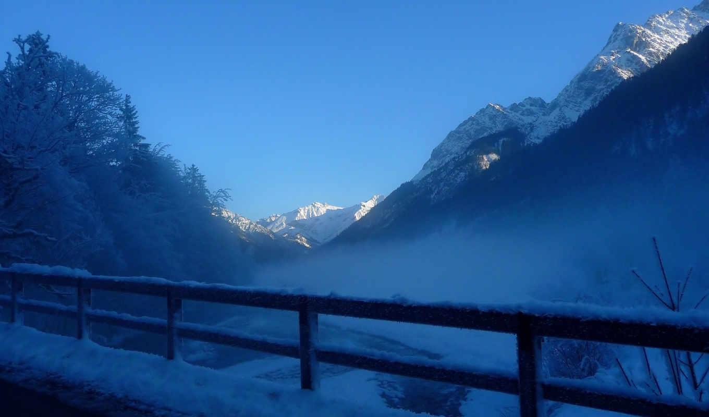 горы, дымка, туман, иней, зима, снег, деревья, забор, пейзаж,