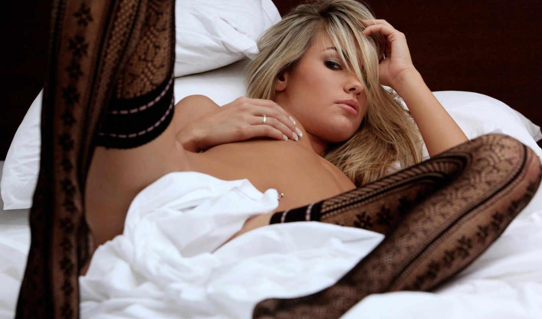 эротика, голая, прикрыто, чулки, черный, кружево, блондинка, кровать, простыня