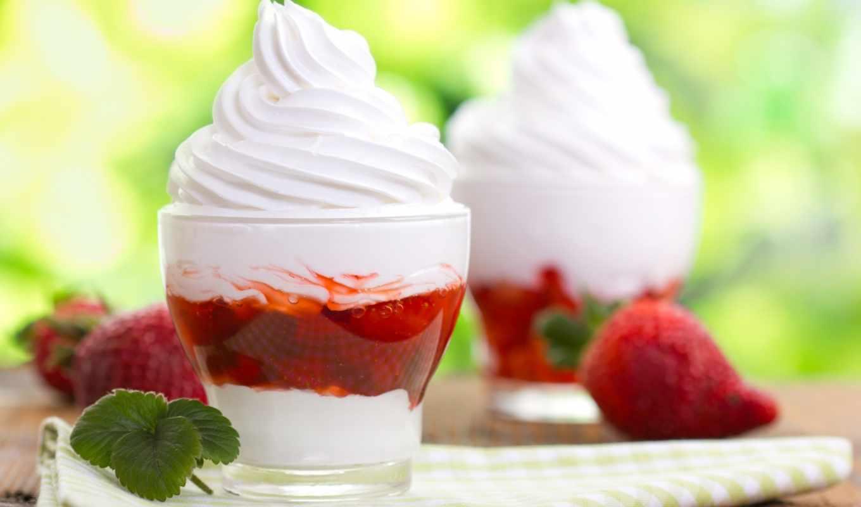 мороженое, сливками, клубника, взбитые, взбитыми, стеклянных, стаканах,