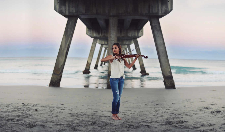 девушка, море, стоит, играет, скрипке,