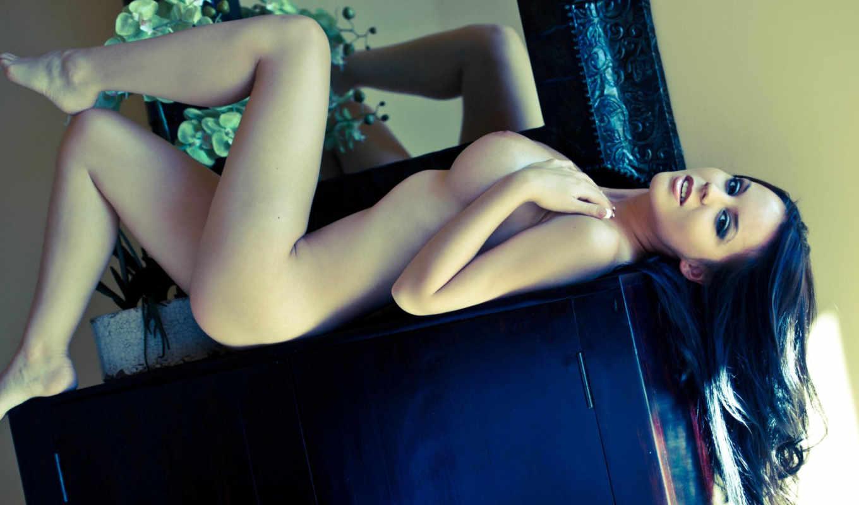 , голая, девушка, ножки, тело, брюнетка, большая грудь,