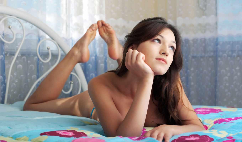devushka, кровать,, пятки, голая, ножки,