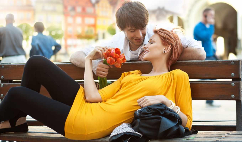 он и она, цветы, тюльпаны, лавка, улыбка