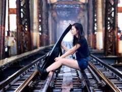 девушка, мост, гитара