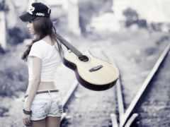 девушка, рельсах, гитара