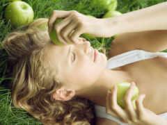 девушка, devushki, яблоком Фон № 159948 разрешение 2560x1600