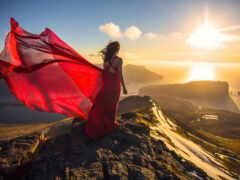 гора, девушка, платье