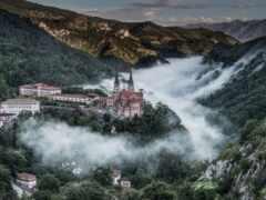гора, храм, миро