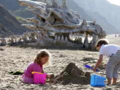 дракон, пляж, стена