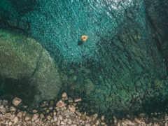 море вид с верху, камни
