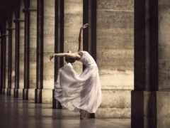 танец в колоннах