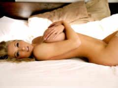 devushki, голая на кровати