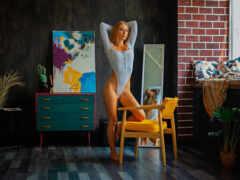 кресло, девушка, картина
