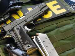 американский, пистолет, бронежилет