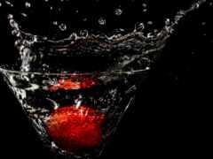 water, wineglass, клубника